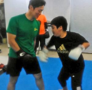 "tittle_udeppushi 王子(北区豊島 )のキックボクシングジム!""腕っぷしの弱い方向け !"" 大人のベストキッド東京 王子教室スタート!"