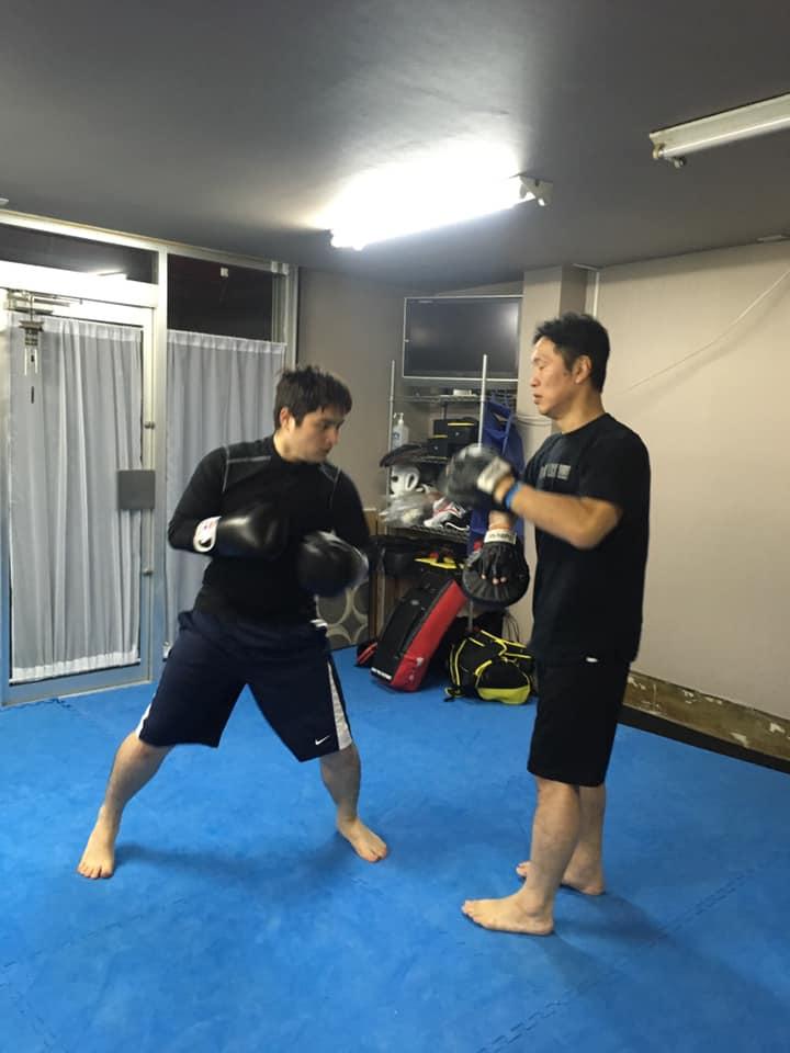 punch-ojisan-1024x683 杉並区のキックボクシング教室。おじさんがトレーニングを再スタート!