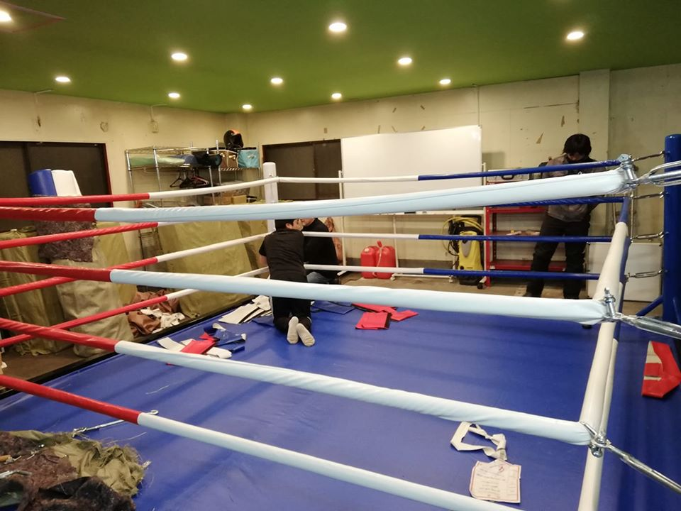 杉並区のキックボクシングジム。リニューアルオープン前のベストキッド東京にリングが届きました。