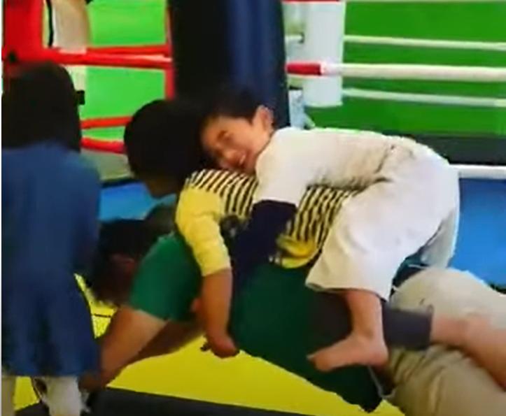 腹筋強化トレーニング!ベストキッド東京。杉並区の日本一やさしいキックボクシング&フィットネスジム